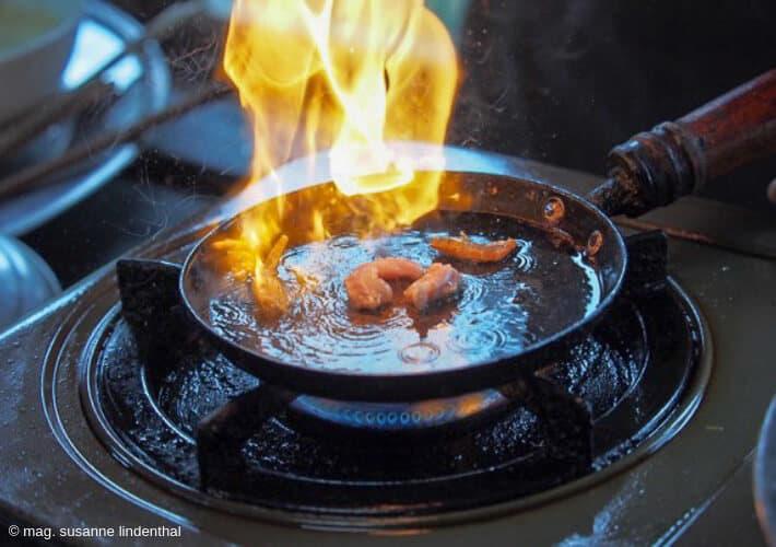 20190415-Vietnam-Vietnamesische-Pancakes-Pfanne-Feuer-Shrimps