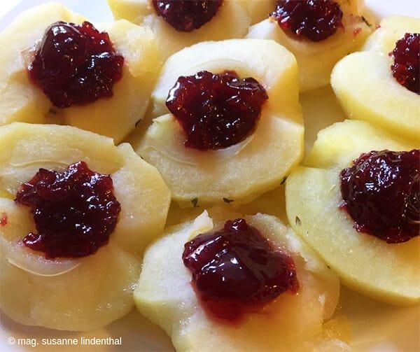 Weinäpfel-mit-Preiselbeeren-fertig