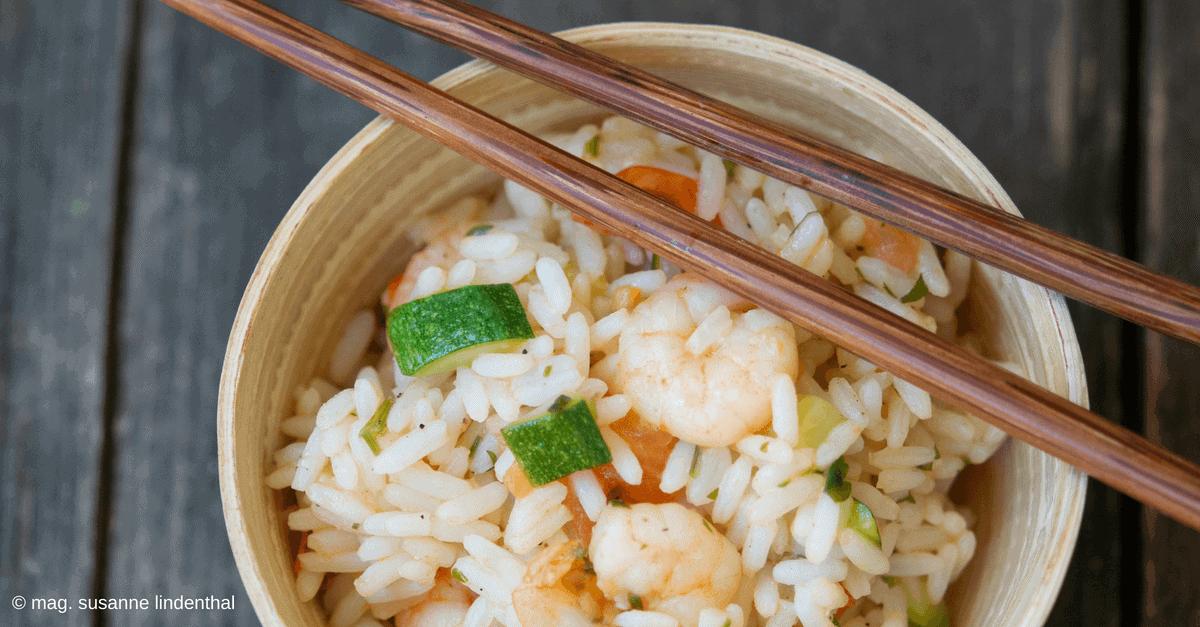 Schnelle sommerliche Reis-Garnelen-Pfanne