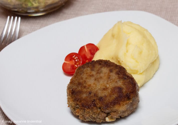 Faschierte-Laibchen-Frikadellen-Buletten-Kartoffelpüree