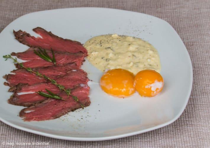 20190715-Onsen-Ei-fertig-mit-Roastbeef-Sauce-Tartare