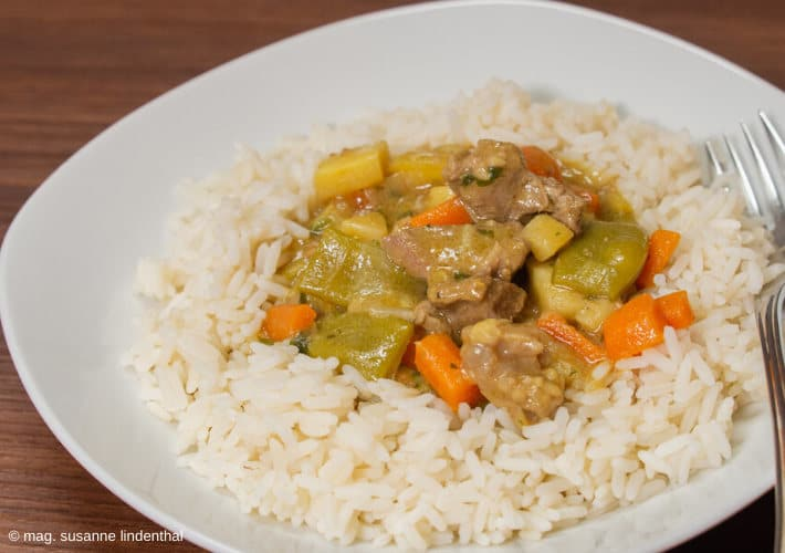 Lamm-Curry-fertig-Teller-mit-Reis