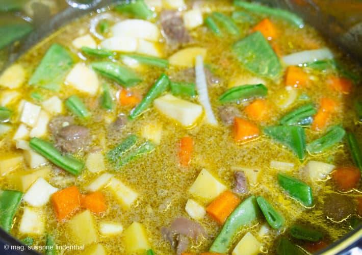 20191209-Lamm-Curry-im-Topf-Gemüse-dazu