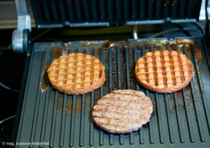 3-Patties-am-Grill