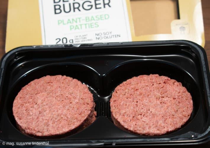 20200106-Fleisch-meets-Veggie-Beyond-Burger-roh-offene-Packung