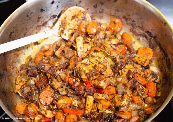 Gemüse-für-Suppenwürzpaste-angeröstet