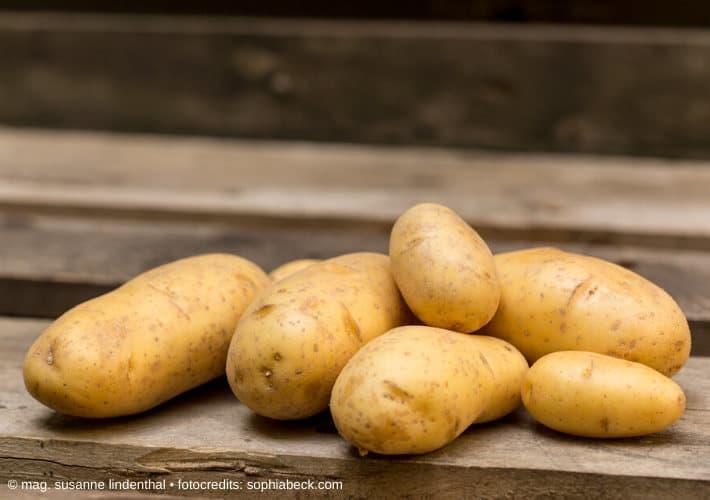 20200429-Kartoffeln-auf-Holz