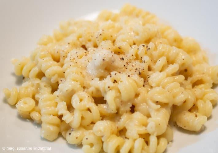 Cacio-e-Pepe-und-die-italienische-Pasta-Detail