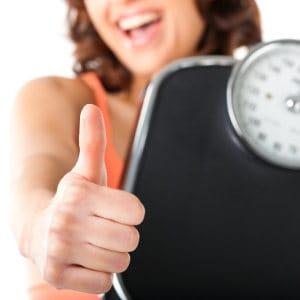 20210114-Ribbon-Bild-mit-Leichtigkeit-zu-Deinem-Wunschgewicht-Frau-mit-Waage